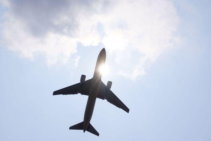 よく晴れた日、空港は溶けるような暑さでした。太陽と旅客機を絡めて夏休みをイメージしてみました。 Summervacations Itm OsakaInternationalAirport Inagawa Boeinglovers Sunny Day Osaka,Japan Jal Japanairlines Boeing777 Aircraft Airline