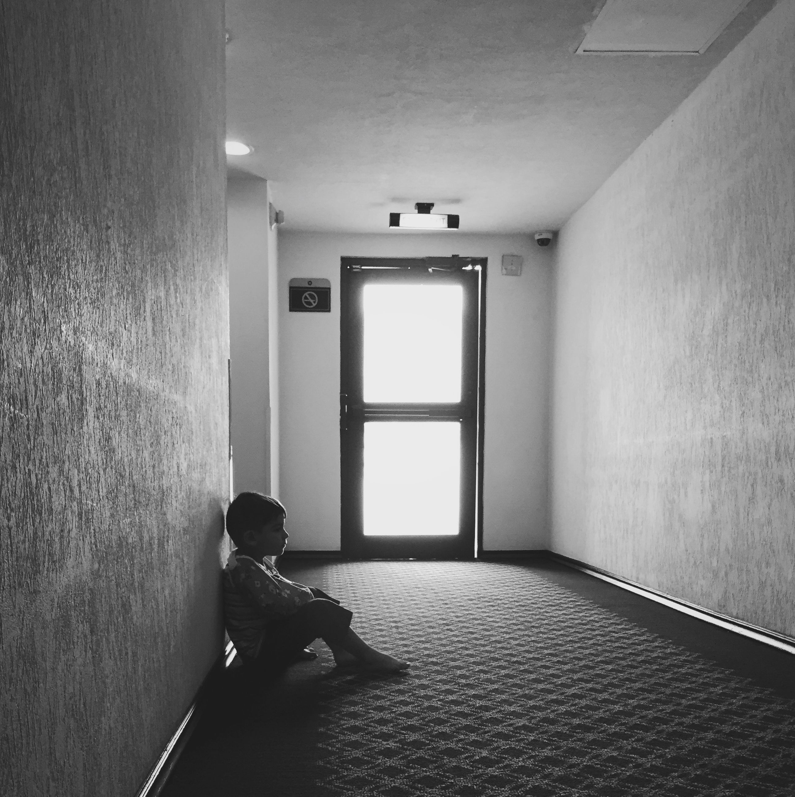 indoors, home interior, domestic room, corridor, architecture, door, empty, wall - building feature, absence, domestic life, wall, built structure, room, flooring, bathroom, window, tiled floor, house, interior, one person