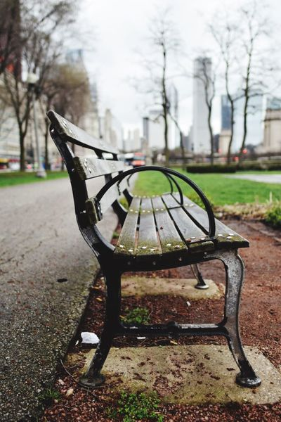 Focus On Foreground Park - Man Made Space No People The Street Photographer - 2017 EyeEm Awards Neighborhood Map Chicago City Life Bench City Tranquility Park EyeEmNewHere The Street Photographer - 2017 EyeEm Awards Place Of Heart