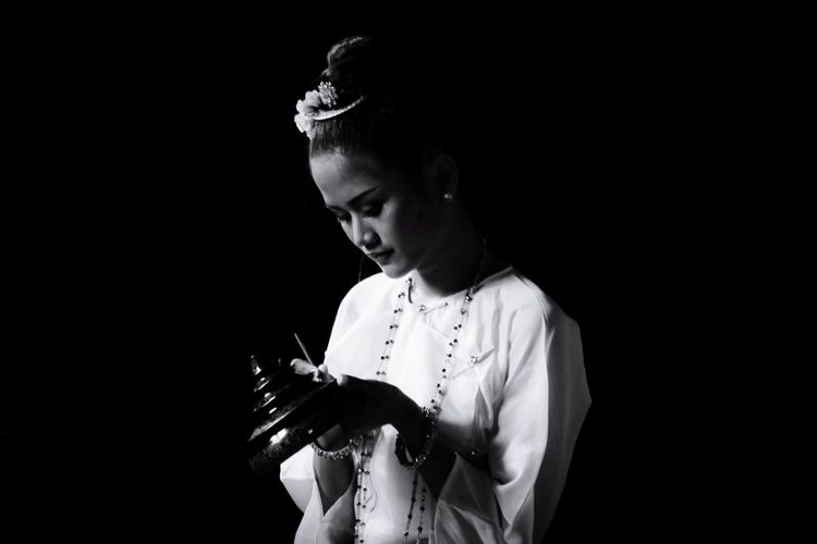 The Beautiful Girl making lacquerware EyeEm Best Shots EyeEmNewHere EyeEm Asian Girl Asian Culture Human Hand Black Background Bride Young Women Childhood Close-up Lace - Textile