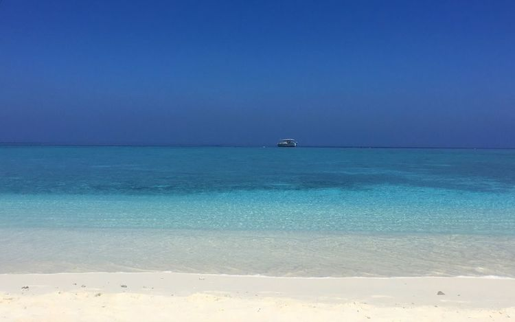 Landscapes With WhiteWall Nature Photography Landscape_photography Beach Sand Maldives Beach Day Like A Painting Blue Veligandu Blue Wave