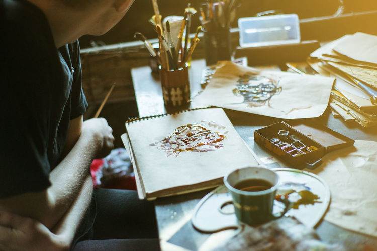 Table Art And Craft Creativity Craft Selective Focus Art Arts Culture And Entertainment Art And Craft ArtWork Artist Portrait Painting Paintings Paper Gallery Real People One Person Leisure Activity Human Hand