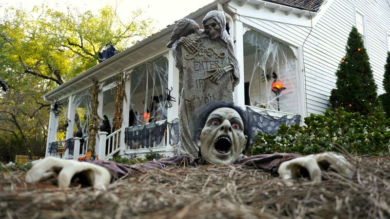 A fall mood - Halloween Halloween_Collection Still Life Seasonal Decorations Party Old House Dusk Farmhouse Zombie Gravestones