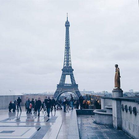 Vscocam VSCO Toureiffel Paris Architecture Architecturelovers ARCHITECT ArchiTexture Architettura Vscorussia Vscorussiaclub Vscoaward Vscoigers Vscolife Galaxys6 Reflection Statue People Street Streetpgotography TheCreatorClass Topparisphoto @topparisphoto @paris_maville