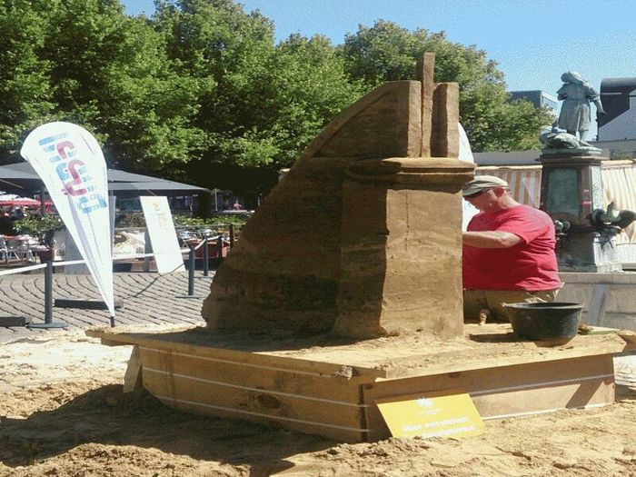 Building castles in the sand Hannover Today Citylife Sand Art
