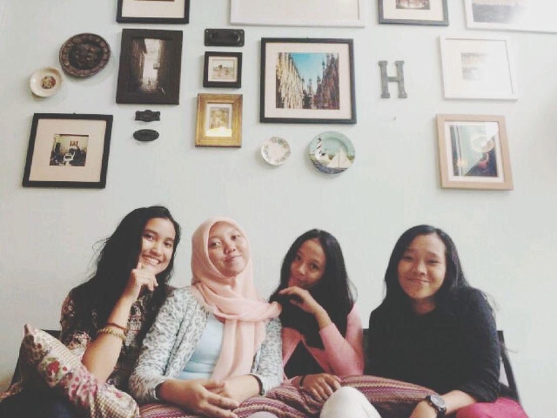 Girlsdayout Happiness Relaxing at Du Potrait, Semarang