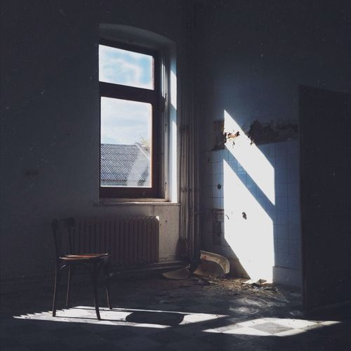 Sunlight coming through window on wall