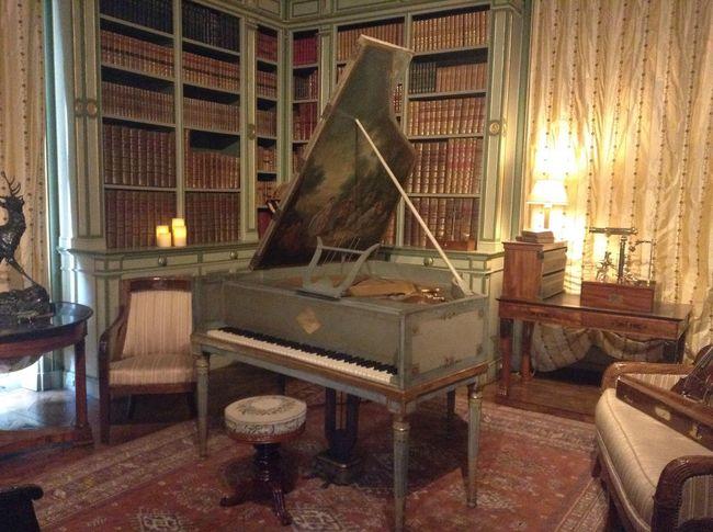 Chateau De La Loire Old Piano Bibliotheque Music Place Of Calm Hobbies