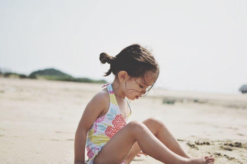 女を感じる瞬間… Girl Taking Photos Summer Beach View いつもの海 Beach Time Sunny Day