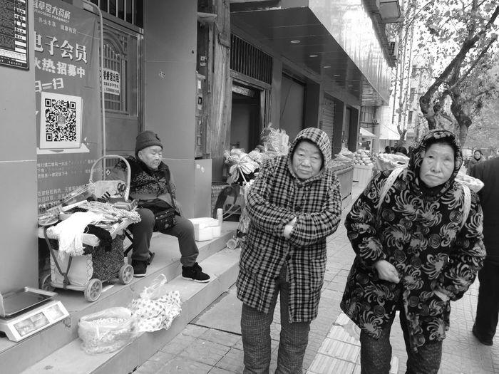 赶场 Day Standing Looking At Camera Outdoors Real People Portrait City Young Women first eyeem photo