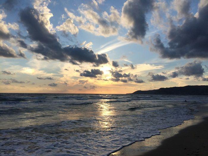 ...quella luce di un tramonto dopo un temporale...così senza filtri... passando dagli occhi al cuore. Enjoying The Sun Enjoying Life Love Sunset