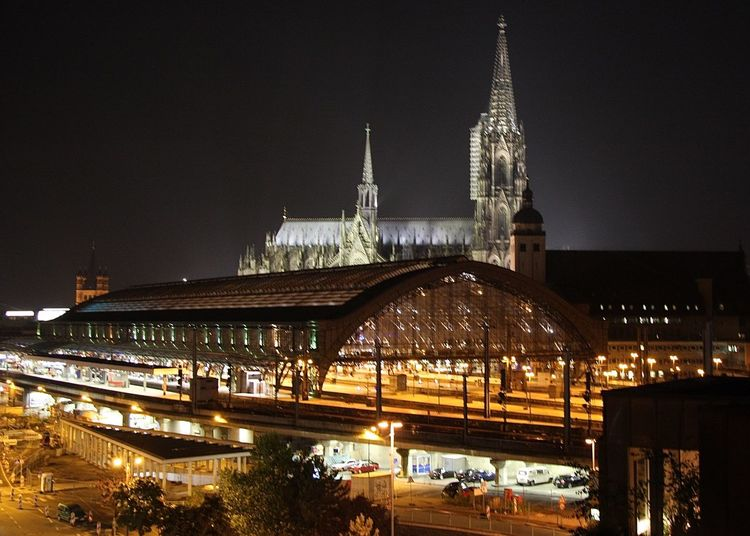 Amazing Architecture Cathedral Church City Life Cologne Famous Place Germany Home Illuminated International Landmark Köln Kölner Dom Love Main Station  Night Night Lights Place Of Worship Streetphotography Taking Photos That´s My Love The Purist (no Edit, No Filter) Travel Travel Destinations Wineandmore