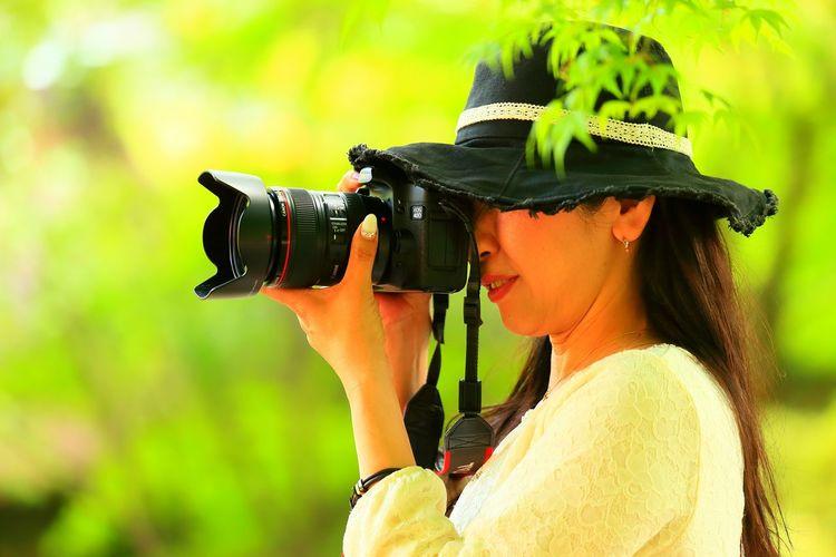ずいぶんサマになってきたな~♪(*'艸`)💕 ヤッパリ一眼レフ📷が似合ってる🎵👍 Taking Photos Enjoying Life My Honey💕 Flowers Flower Azalea Azaleas CameraMan Cheese! 一眼レフ頑張れ! EyeEmNewHere The Week On EyeEm Modern Love EyeEm Japan Photography Japanese Culture Taking Pictures EyeEmBestPics EyeEm Best Shots Hello World