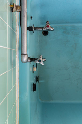 Day Indoors  Bathroom Bathtub Ofurô Pipes Faucet Gritty Scratched Grunge Blue Color