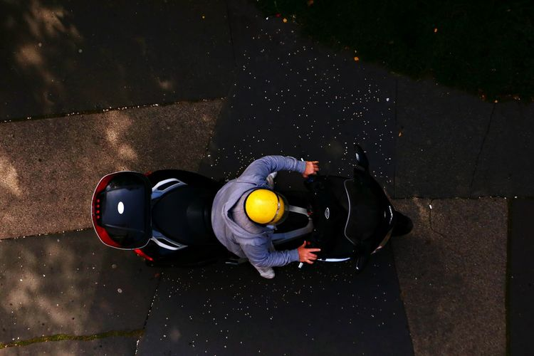 One Man Only Headwear One Person Outdoors Only Men People Men Day Moto Motorcycles Street Photography Paint The Town Yellow First Eyeem Photo EyeEmNewHere Helmet From Up