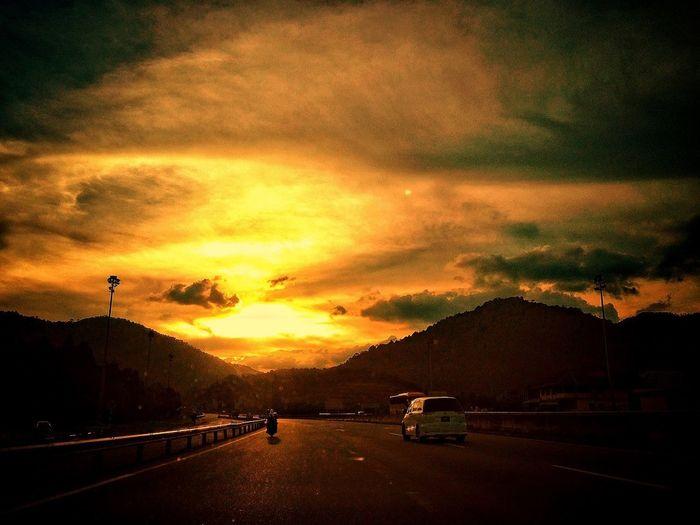 Landscape Clouds And Sky #sunset #sun #clouds #skylovers #sky #nature #beautifulinnature #naturalbeauty #photography #landscape EyeEm Best Shots