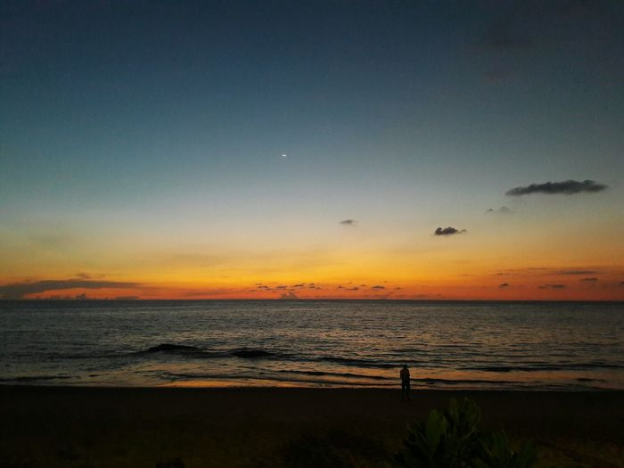 A l o n e.. One Man Only Beautiful Sky Sea Kaolak Thailand Beach Nature Beautiful Nature Beautiful Sand Hotel Nice Niceview Sky Natural Beauty Khaolak Bird Airplane Flying Hot Air Balloon Aerospace Industry Sunset Moon Air Vehicle Commercial Airplane Wave Sandy Beach