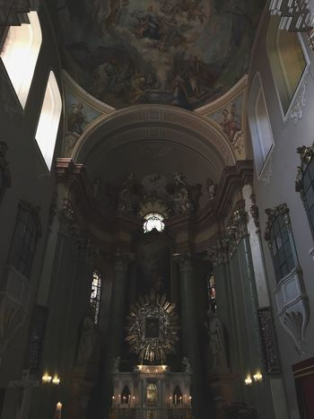 Ceiling Low Angle View Architecture Built Structure Place Of Worship Religion Indoors  History Spirituality Travel Destinations Architectural Column No People Illuminated Statue Day
