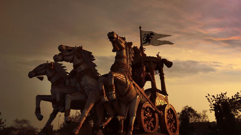 This is Arjun Rath...statue, BhilaiSilhouette Sunset No People Sword Outdoors Sky Day Statue Horse Cart Sculpture Architecture Chhattisgarh,India Horses Civic Center Bhilai Indian History Battlefield Rath Arjuna Finding New Frontiers EyeEmNewHere Minimalist Architecture EyeEm Diversity Art Is Everywhere Break The Mold EyeEm Selects
