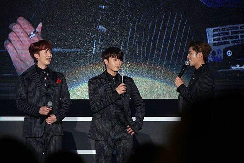 耶~集點完成,先放紀錄一下 DoubleS301 (더블에스301 ) 허영생 김규종 김형준 Triples URMAN_IS_BACK Concert Taiwan