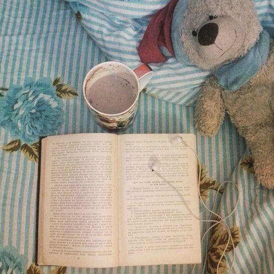 Book Read Comfort Home Cocoa Love Carnegie читаю Хорошо домавпостельке уютно некудаспешить всегдасомной времяспокойствия какао никогобольше совестьспит