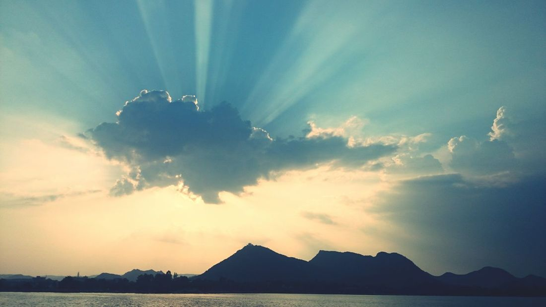 Natureperfection Nature Nature_collection Natureporn Amazingnature Atmosphere Amazing View Clouds And Sun Capturedmoment Sunrays_penetrating_clouds Sunrays Mountains Cloudssky Clouds And Sky Mountainsandsky Lakeand Sky Lakeside Lakeandmountains India Indiapictures Udaipur_dairies Udaipur