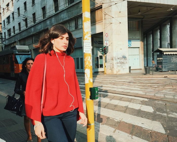 Via Mazzini. Youmobile NEM Street Mobile Photography Architecture Building Exterior Standing Built Structure Three Quarter Length Casual Clothing Red Lifestyles City Person Focus On Foreground Young Women Young Adult City Life Long Hair In Front Of Shootermag Mobilephotography