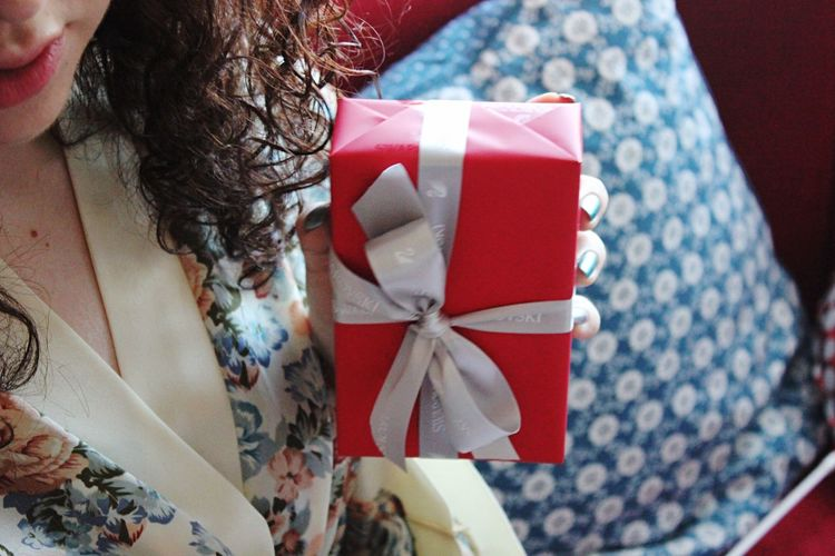 Birth Gift Christmas Present Celebration Ribbon Bow Wrapped Ribbon - Sewing Item Gift Box Box Close-up Red Pattern Wrapping Paper Box - Container