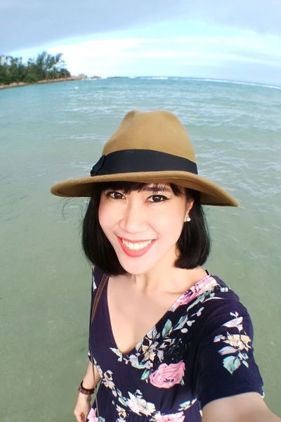 Only Women Smiling Portrait One Woman Only Hat Adult One Person Water Brown Hair Headshot Beauty Adults Only Beach Sea People Looking At Camera Beautiful People Happiness Beautiful Woman One Young Woman Only