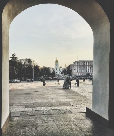 Arch Architecture Built Structure Building Exterior Walking Sky Outdoors Day Tree Archway Large Group Of People People Kiev Ukraine Shotoniphone7 Streetphotography Architecture Arch Architecture