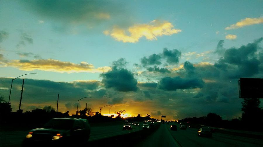 Driving into the Sun Sunset And Drive Cloudy Sky 💙 Cloudy Opps Opps!! Good Bye Blue Sky Cloud - Sky Clouds And Sky Clear Sky Cloudporn This Is Masculinity EyeEmNewHere