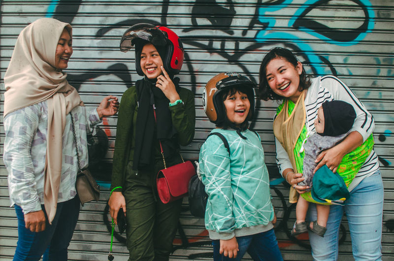 Women Baby Parent Wall Playing Travel The Portraitist - 2019 EyeEm Awards Happy Happy People Happiness Smiling Smile Portrait People Woman Togetherness Together Streetphotography Family Young Women The Street Photographer - 2019 EyeEm Awards City Portrait Friendship Men Standing Warm Clothing Child Happiness Smiling