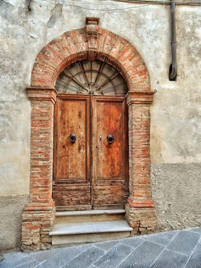 """""""Time Tested Ingress"""" - Montalcino, Italia Italy Italia Streetphotography Street Photobydperry Cobblestone No People Door Entrance Architecture Close-up Building Exterior Built Structure Entry Archway Arch Entryway Passage Closed Door Door Handle Door Knocker Exterior Latch Arched"""