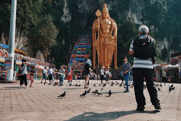 Batu Caves tourists Murugan Temple Hindu Temple Hinduism Hindu Malaysia Truly Asia Malaysia Batu Caves Real People Large Group Of People Group Of People Art And Craft Crowd Day Leisure Activity Representation Sculpture Nature Creativity Sunlight Celebration Human Representation Architecture