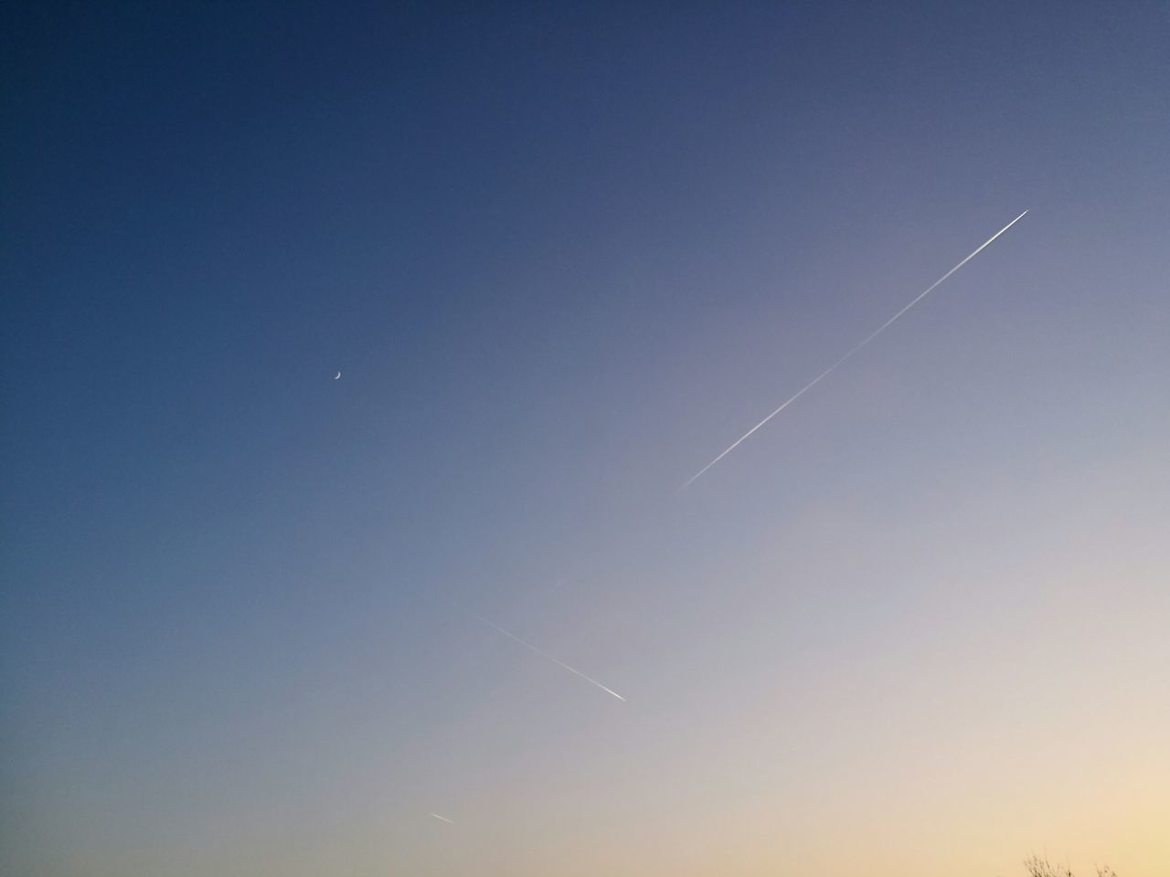 vapor trail, contrail, white, blue, scenics, majestic, beauty in nature, nature, clear sky, tranquil scene, no people, moon, outdoors, sky, day, space