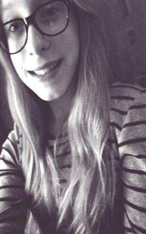 Selfie Smile Blonde Eyemlike Polishgirl