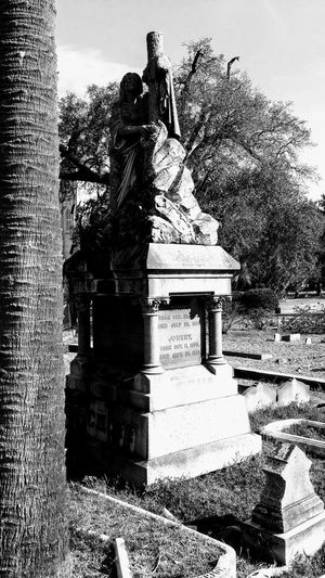 Beautifulindeath Charleston Lifeafterdeath Blackandwhite Architectural Detail Cemetery Photography Cemetery Cemeterybeauty Peace And Tranquility Permanence Sculpture Art is Everywhere Lifeisbeautiful Sculpted Historic EyeEmNewHere