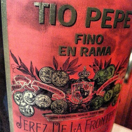 Llevaba tiempo sin Disfrutar Tanto  de un Vino . En este caso un Fino de Jerez @TioPepeFino @GByass @Gonzalez_Byass