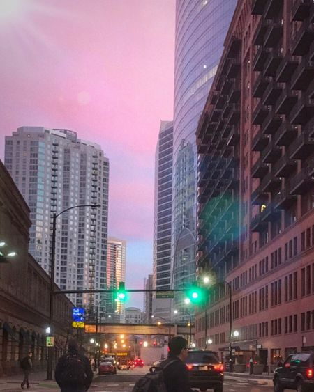 Pretty Pink City 🏩🏩🏩 Morning Sky in the Chicago Loop Chicagoloop Illuminated Skyscraper Urban Skyline Architecture Commute Commuters Travel Picture Of The Day Architecture_collection Eyeemurban EyeEm Gallery Iphoneonly My City
