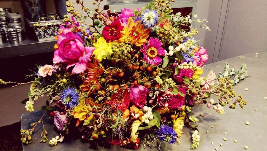 Twist of vintage elegance Flowers Enjoying Life Shopping Urban Lifestyle Bouquet Mywork First Eyeem Photo