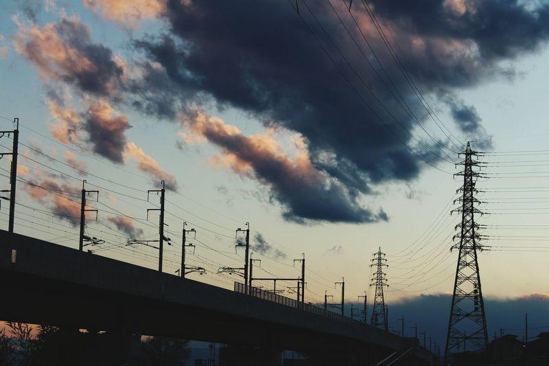 金沢から長野へトンネルを抜けるとこんな感じ Sky Collection Sky Cloud And Sky Silhouette Clouds & Sky Sunset 鉄塔そして 鉄塔♡Love もうちょっと日が長くなれば…