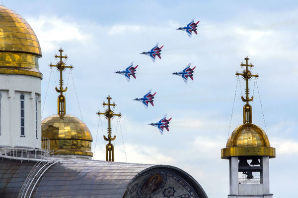 Aircraft Combat Aircraft Demonstration Performances Architecture Building Exterior Built Structure Cloud - Sky Cross Dome Flying Outdoors Place Of Worship Religion Sky Spirituality стрижи