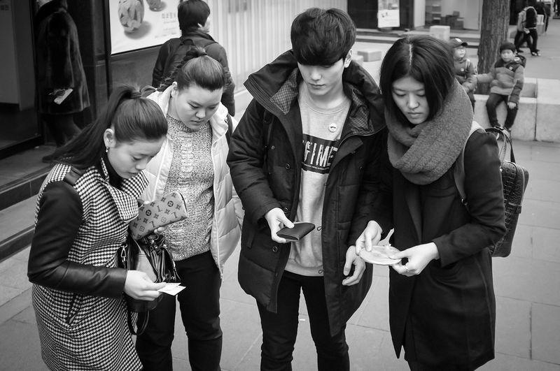 Seoul Korea EyeEm Korea Insadong Streetphotography Streetphoto_bw Streetphotography_bw Monochrome Blackandwhite Black And White