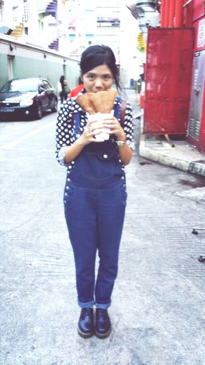 Chewing cripsy oreo choco pancake Sofiamyself