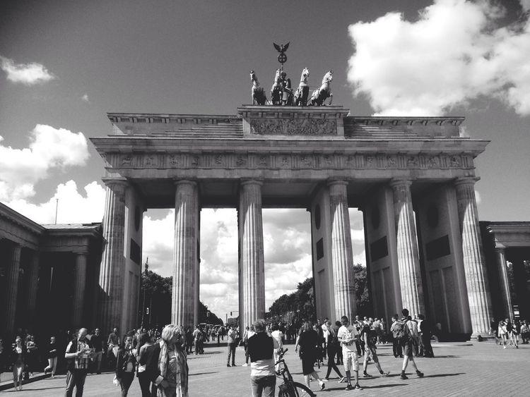 Brandenburger Tor - Berlin, Germany. Blackandwhite Streetphotography Monochrome Berlin