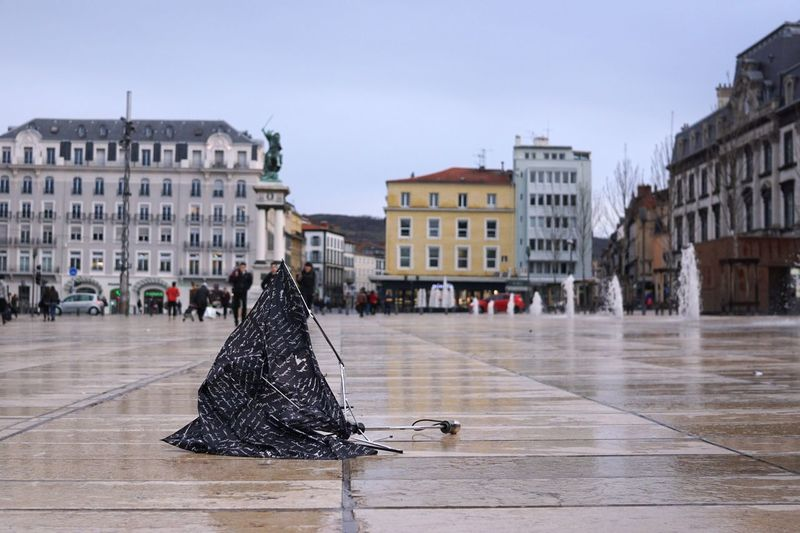 Un parapluie cassé par le vent abandonné dans la ville An umbrella broken by the wind dropped in the city City City Life Rain Rainy Days Rainy Days☔ Umbrella Weather Wind