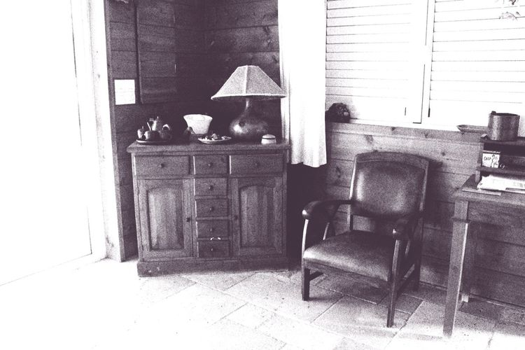 Coin Maison Lieu De Vie No People Blackandwhite Photography Blackandwhitephoto Home Interior Home Sweet Home Chair Indoors  Table Home Interior No People Old-fashioned Day