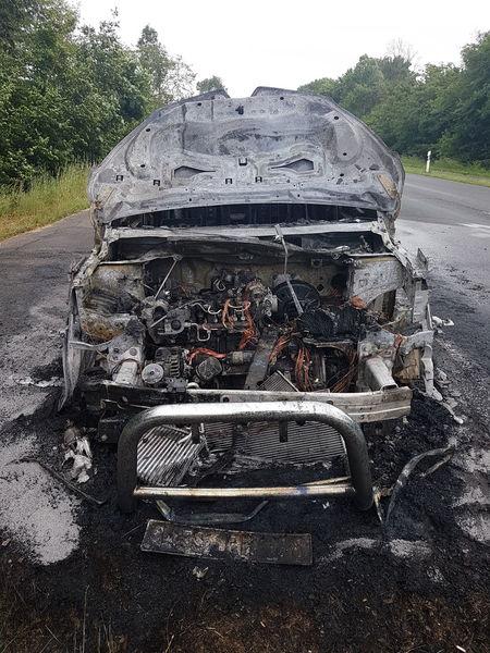 Molten, Liquefied, Liquid, Fluid, Melted, Flowing Geschmolzen Pkw-Brand Feuer Hitze Heat Burning Car Fire Land Vehicle Vehicle Close-up Sky