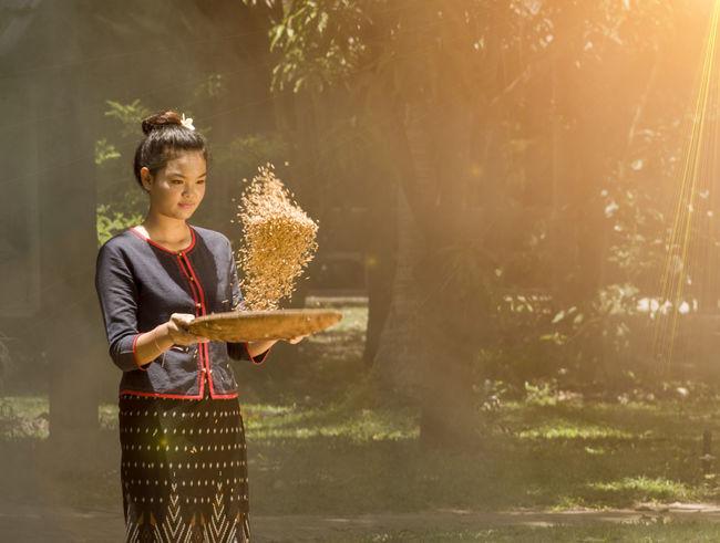 Sunlight Woman Working Beauty In Nature Sun Thaiwoman Woman Portrait Women