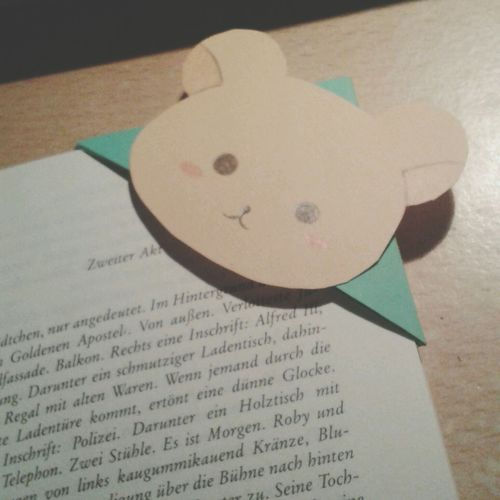 Look at this cute bookmark I did for me and my friends ♡